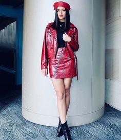 Fresh look in ruby Lisa Soberano, Pin Up Outfits, Rockabilly Pin Up, American Actress, That Look, Mini Skirts, Ootd, Actresses, Curiosity