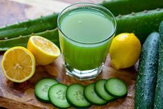 1 concombre un bouquet de persil ou de coriandre 1 citron 1 càs de gingembre râpé 1 càs de jus d'aloe vera 1/2 verre d'eau