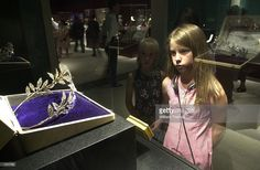 A little girl making note of the Myrtle Leaf tiara she would like to wear. after some frog-kissing and a Prince turning up. Image courtesy of Getty images. Royal Tiaras, Tiaras And Crowns, Faberge Jewelry, Diamond Tiara, Save The Queen, Bridal Tiara, Crown Jewels, Royal Fashion, Belle Epoque