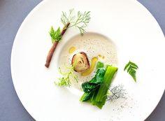 Michel Bras - la pomme de terre roulée à l'anchois, côtes et feuilles de moutarde, jus au pain, gros plan Stunning crockery