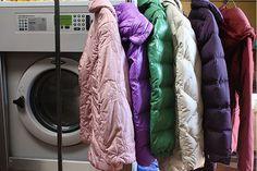 Come lavare un cappotto di piumino in casa