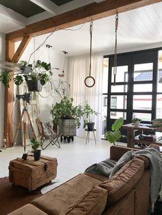 Plaid lamswol Samba: grijs Lounge Design, Sofa Design, Interior Design Living Room, Interior Decorating, Bungalow Haus Design, Piece A Vivre, Room Planning, Home And Living, Loft