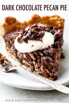 Deep decadent and delicious dark chocolate pecan pie with sea salt! recipe on sallysbakingaddiction. Tart Recipes, Sweet Recipes, Baking Recipes, Köstliche Desserts, Delicious Desserts, Dessert Recipes, Pecan Pies, Sallys Baking Addiction, Pie Dessert