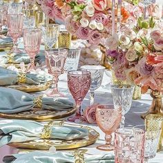 spring wedding Colorful Glassware - The P - wedding Beautiful Table Settings, Wedding Table Settings, Place Settings, Pink Table Settings, Strictly Weddings, Decoration Table, Flowers Decoration, Table Centerpieces, Event Decor