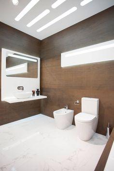 #Tendencias en #Baños El nuevo #Showroom de @NokenDesign, especializada en complementos de #baño de @porcelanosa combina dos materiales en #tendencia, #madera y el #mármol. Gran formato #porcelánico 100x300cm #XLight #Wild #Brown, en tan sólo 3,5mm de espesor. -  #interiorism #bathroom #Noken #Krion #Wood #Marble #Tiles #PorcelainTiles #Materials #Trends #interiors