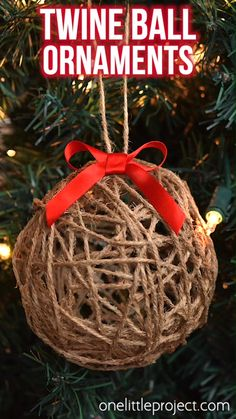 These DIY twine ball ornaments are SO FUN to make and they add such a beautiful, rustic charm to your Christmas tree! This is such a fun Christmas craft! Rustic Christmas Crafts, Ribbon On Christmas Tree, Christmas Ornament Crafts, Christmas Crafts For Kids, Holiday Crafts, Christmas Diy, Homemade Christmas, Rustic Christmas Tree Decorations, Twine Crafts