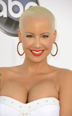 Amber Rose wore her signature blond buzz-cut, faint blush, coral lip, and a bit of gold glitter