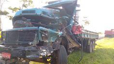 Colisão lateral entre caminhões deixa dois feridos na Marechal Rondon -   APolícia Rodoviária de Botucatu registrou na manhã desta sexta-feira, dia 10, uma colisão lateral entre dois caminhões na Rodovia Marechal Rondon (SP-300), perto do município de Anhembi. Oacidente ocorreu no Km 200 da via, por volta das 5h30 min.  De acordo com informações colhidas - http://acontecebotucatu.com.br/regiao/colisao-lateral-entre-caminhoes-deixa-dois-feridos-na-marec