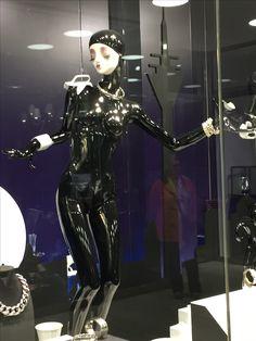 store neuer ffnung talbot runhof d sseldorf high fashion mannequins vogue fashion night out. Black Bedroom Furniture Sets. Home Design Ideas