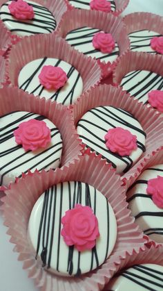 Chocolate Covered Treats, Chocolate Dipped Oreos, Chocolate Covered Strawberries, Cake Chocolate, Oreo Treats, Oreo Cookies, Oreo Cake Pops, Cupcake Cakes, Cupcakes