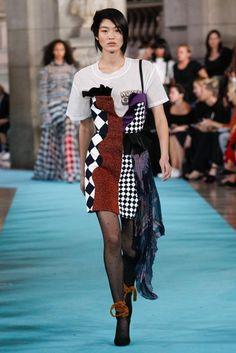 Off-White Spring 2017 Ready-to-Wear Fashion Show - Chiharu Okunugi Spring Fashion 2017, Runway Fashion, Fashion Show, Fashion Design, Fashion Trends, Paris Fashion, Women's Fashion, White Springs, Fashion Seasons