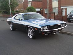 Beautiful 1973 Doge Challenger. It looks absolutely beautiful.