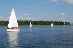 Schattige Alleen, grüne Wälder und blaue Seen, das sind die Masurische Seen