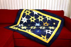 Handmade Modern Quilt Patchwork STARS, Large Wall Hanging, Wall Décor, Tablecloth, Sofa Blanket, Nightsky, Blue Yellow von SolvejgMayerQuilts auf Etsy