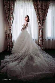 #bride #weddingdress  #wedding #weddingday Wedding Pics, Wedding Day, Wedding Dresses, Storytelling, Wedding Inspiration, Wedding Photography, Bride, Couples, Shadows