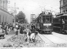 Marszałkowska przy Dworcu Wiedeńskim Cool Countries, Old Photos, Poland, Watercolor Art, Nostalgia, Europe, Train, Country, City