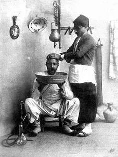 (presumably) A barbershop in old Damascus, around 1900 Antique Photos, Vintage Photographs, Vintage Photos, Beirut, Old Pictures, Old Photos, Old Poster, Naher Osten, Old Egypt