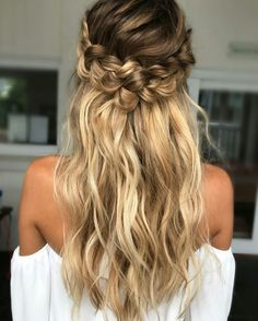 Romantic braided hairstyle inspiration.