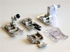 Presser foot knowledge: From application foot to zigzag foot Today I would like to introduce you to 5 sewing machine feet in detail, these are included in the scope of delivery when you buy the Diy Sewing Projects, Sewing Projects For Beginners, Sewing Hacks, Sewing Tutorials, Sewing Crafts, Sewing Patterns, Sewing Tips, Techniques Couture, Sewing Techniques