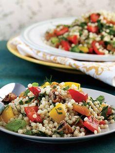 Renkli biberli kuskus salatası