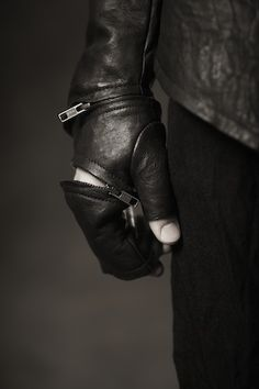 Gloves by Obscur F/W 2011/12 #fashion #clothing #leather #gloves #zipper