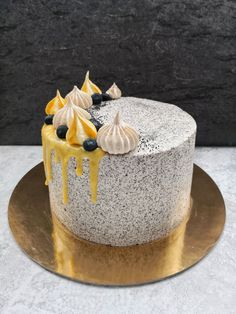 FEHÉRCSOKIS MÁKTORTA CITROMKRÉMMEL – DOLCE FAR NIENTE Baking Recipes, Cake Recipes, Torte Cake, Mousse Cake, Wedding Cake Designs, Confectionery, Hungarian Recipes, Amazing Cakes, Food To Make