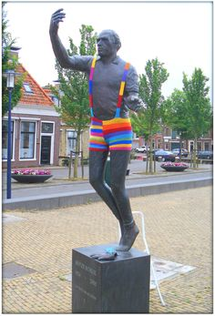 "Hans Jouta statue of Hotze Schuil, ""The Emperor of the Handball Kings,"" in South Square of Harlingen, Netherlands, yarn-bombed delightedly."