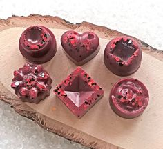 Black Rose &  Oudh fragranced wax melts and snap bars.    Scent Description  This is a decadent, indulgent fragrance that is as complex as it is beautiful! Pretty rose, meets dark, sexy oudh, with a centre of cloves, amber and praline. A must have! Similar in style to Velvet Rose & Oudh but is in no way affiliated to or connected with the brand or Company. Wax Burner, Pretty Roses, Wax Melts, All The Colors, Tea Lights, Centre, Amber, Fragrance, Perfume