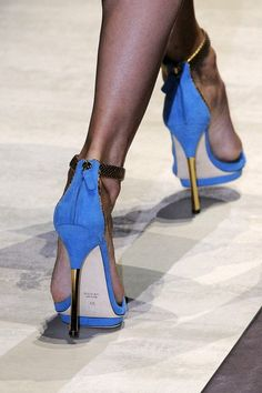 Gucci shoes style    walk with attitude