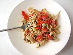 Pastaret med hvidløg og chili Wok, Pasta Salad, Squash, Risotto, Spaghetti, Ethnic Recipes, Mushroom, Crab Pasta Salad, Pumpkins