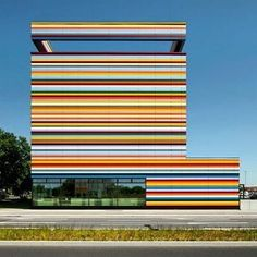 LIVE LIFE IN COLOR by Petersen Architecture. Berlin, Germany Photo: Jan Bitter Fotografie