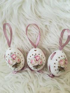 Vintage kraslice ružičkové na zavesenie / Samireli - SAShE.sk - Handmade Dekorácie Carved Eggs, Egg Art, Baby Born, Easter Ideas, Easter Eggs, Ornament, Carving, Knitting, Crafts