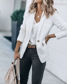 40 Outstanding Casual Outfits To Fall In Love With: Casual outfits for spring & fall to get inspired by! If you're looking for causal outfit inspiration, casual everyday outfits and fashion ideas, these 40 beautiful outfits. Hipster Fashion Style, Fashion Blogger Style, Look Fashion, Fashion Bloggers, Fashion Ideas, Womens Fashion, Fashion Trends, Fall Fashion, Fashion Styles