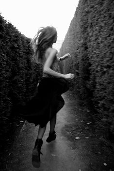 Via ZsaZsa Bellagio – Like No Other: Magnifique! -- Portrait - Fashion - Editorial - Black and White - Movement - Running - Maze - Photography - Pose