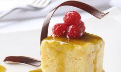 Cheesecake de lulo.  Porque el postre es el mejor momento de la comida. Disfrute paso a paso hacer y comer un cheesecake relleno de queso crema y sour cream, con una combinación perfecta entre vainilla y limón.