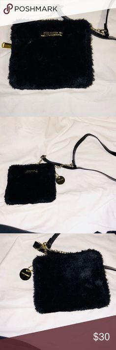 Steve Madden crossbody purse Black with fur Steve Madden crossbody purse. Medal strap. Steve Madden Bags Crossbody Bags