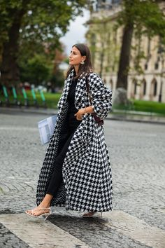 Fall | Herfst | Winter | Outfit | Jas | Coat | Pied De Poule | Checked | Print | Black and White | Zwart en Wit | Street Style | Paris | Strapy Sandals | Hakken | Sandalen | Inspiration | More On Fashionchick
