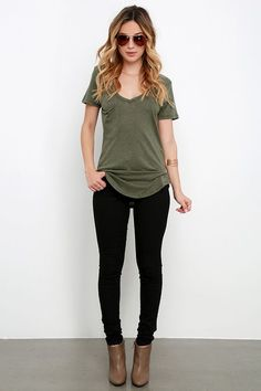 83 business casual fashion outfit ideas for work 79 Legging Outfits, Outfit Jeans, Black Jeans Outfit Fall, Black Skinny Jean Outfits, Skinny Black Jeans, Army Green Jacket Outfit, Green Blouse Outfit, Short Boots Outfit, Olive Green Pants Outfit