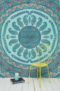 Laila Me Dallio Print Tapestry Throw