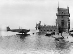 Belem's tour with a Junker hydroplane - picture from Mário Novais, 1927 Old Pictures, Old Photos, Portuguese Empire, History Of Portugal, Flying Boat, Sea Activities, Holiday Places, Famous Places, Most Beautiful Cities