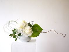 A flower arrangement utilising the bold beauty of the peony. Peony, Flower Arrangements, Wreaths, Flowers, Beauty, Design, Decor, Beleza, Decorating
