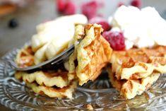 The perfect breakfast - Banana waffles! - Easy made, gluten free, diary free Healthy Baking, Healthy Treats, Healthy Recipes, Banana Waffles, Nutritious Breakfast, Gluten Free Breakfasts, Perfect Breakfast, Other Recipes, Clean Eating