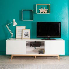 Meuble TV 2 portes 2 niches en bois laqu� blanc pieds ch�ne L180cm JACOBSON