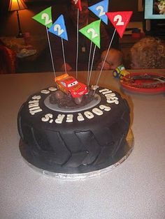 Pixar Cars tire cake- substitute in Porsche. Tire tread looks easiest/clean compared to others. Cars Trucks Birthday Party, Hot Wheels Birthday, Car Themed Parties, 1st Birthday Party Themes, 1st Boy Birthday, Pie Craft, Lightning Mcqueen Birthday Cake, Tire Cake, Cupcake Cakes