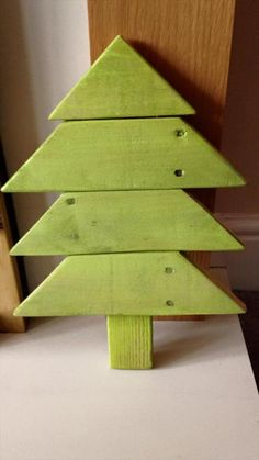 recycled pallet accent tree
