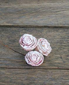 Kerámia rózsák vintage stílusú dekorációk kiegészítője.
