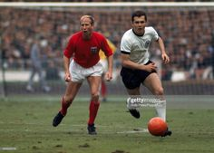 Franz Beckenbauer of West Germany moves away from Bobby Charlton of England during the FIFA World Cup Final between England and West Germany at Wembley Stadium in London, July England won after extra time. England International, International Football, England World Cup Win, Retro Football, Football Team, Football Spirit, School Football, Vintage Football, 1966 World Cup Final