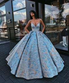 Pin by taylor lambert on gowns in 2019 dresses, prom dresses, formal dresse Elegant Dresses, Pretty Dresses, Formal Dresses, 15 Dresses, Quince Dresses, Teen Dresses, Glamorous Dresses, Summer Dresses, Wedding Dresses