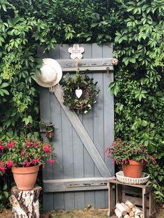 Garden Pots, Vegetable Garden, Garden Structures, Outdoor Structures, Outside Room, Annual Flowers, Garden Features, Flowers Perennials, Diy Garden Decor