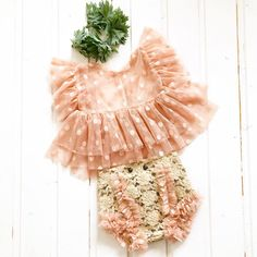 Newborn and sitter photo prop , delicate tulle blouse and dusty pink diaper cover. Cute Kids Photography, Clothing Photography, Newborn Photography Props, Newborn Photo Props, Newborn Session, Outdoor Photography, Little Girl Outfits, Kids Outfits, Baby Girl Fashion